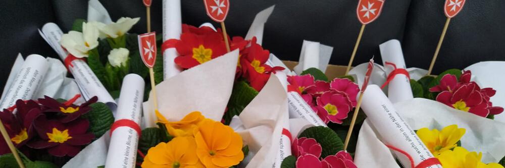 Malteser Tirol Blumengruss fuer Betreute BB